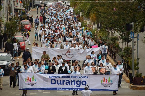 """Duranguenses participan en la marcha """"Sí a la vida"""""""