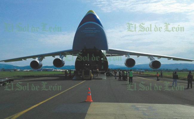 """Guanajuato recibe """"monstruoso"""" invitado aéreo, aterriza un Antonov 124"""