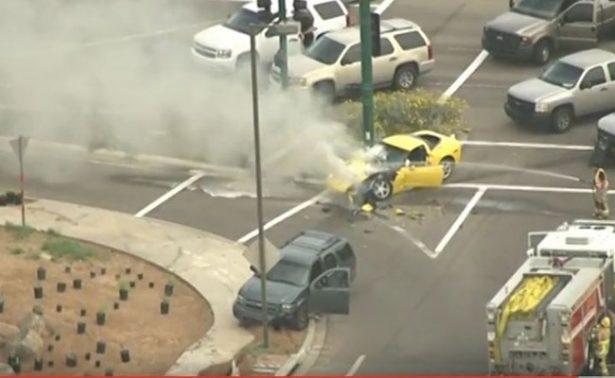 Delincuente se confunde y choca su Corvette tras persecución