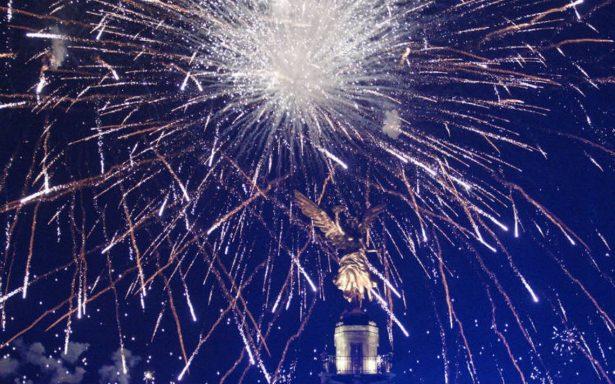Así festejaron cientos de capitalinos en el Ángel la llegada del Año Nuevo