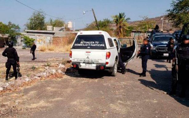 Recuperan una de las camionetas del INE robadas en Apatzingán; sigue la búsqueda