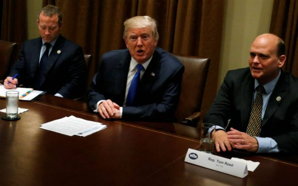 Trump desmiente en Twitter acuerdo con demócratas sobre DACA