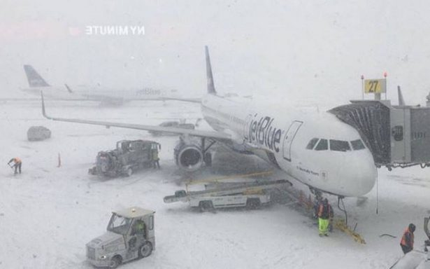 Siguen cancelando vuelos en México hacia Nueva York por tormenta invernal