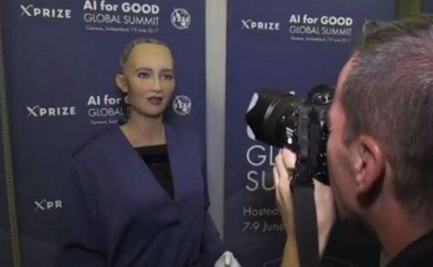 """[Video] Entrevista a una robot: Sophia """"aprende a ser humana"""""""