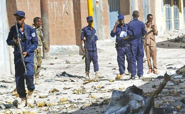 Coche bomba explota en restaurante de Somalia; hay 9 muertos