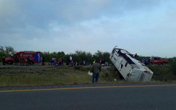Volcadura de autobús turístico en autopista Monterrey-Reynosa deja un muerto