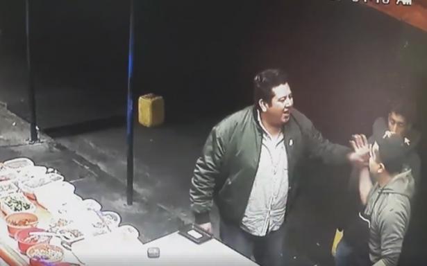 [Video] Se comía el queso del puesto y al reclamarle baleó al empleado