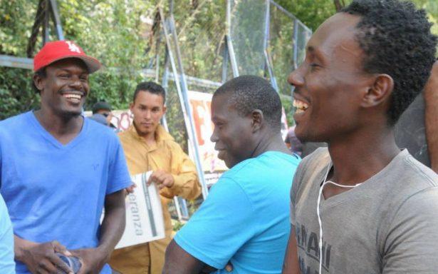 Migrantes protestan en embajada de EU en Reforma