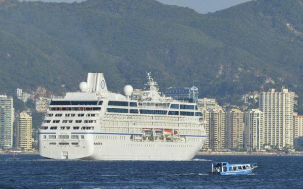 Arriba crucero MV Astor con más 662 pasajeros a Acapulco