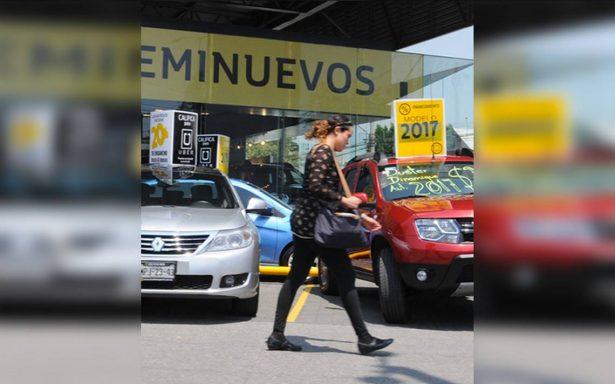 Por elecciones y situación económica, mexicanos aplazan compra de autos