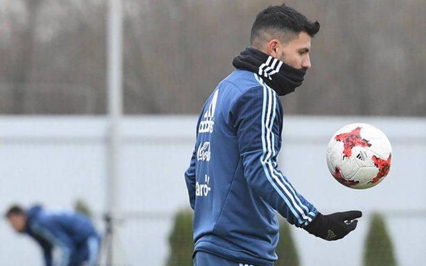 Agüero confía en acompañar a Messi en el ataque de argentino