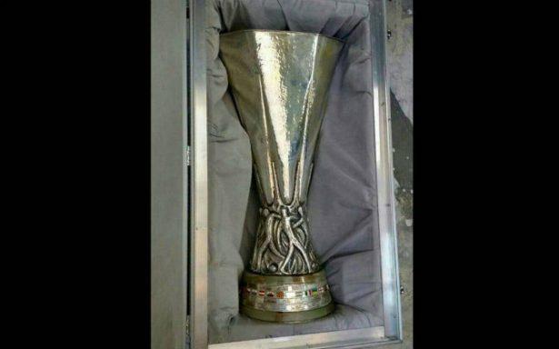 Roban copa UEFA Europa League en Guanajuato