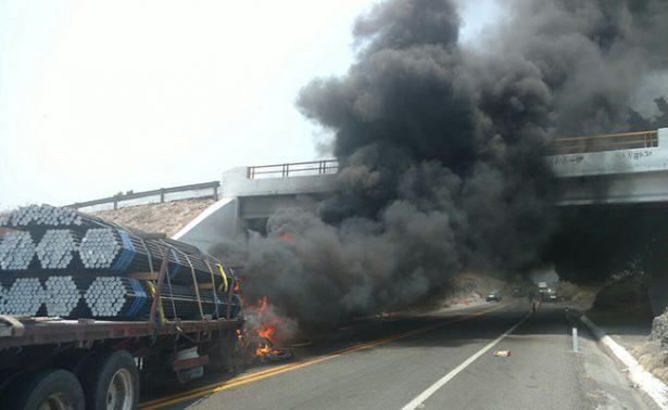 Detienen a 16 por quemar vehículos en la autopista Siglo XXI