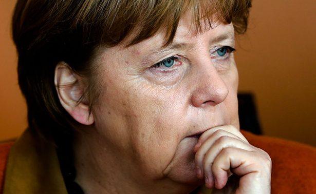 Diario turco publica a Angela Merkel como Hitler en uniforme nazi