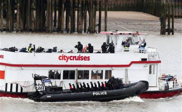Simulan secuestro de barco en río Támesis como ejercicio antiterrorista