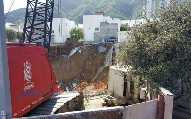 Derrumbe en fraccionamiento de Monterrey deja un muerto
