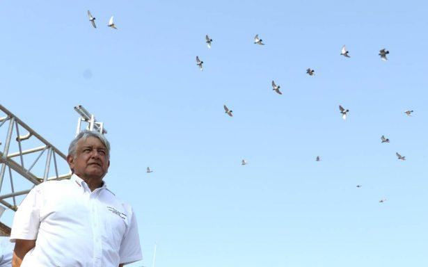 """""""No aumentará el IVA, ISR y no habrá gasolinazos"""", promete AMLO si llega a la presidencia"""
