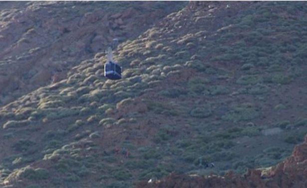 Noche en la montaña, turistas quedan atascados en teleférico