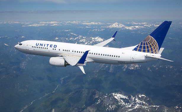 United Airlines lo vuelve a hacer, ahora con unos novios