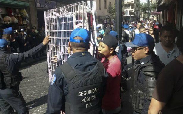Remiten al juzgado cívico a 449 ambulantes en el Centro Histórico