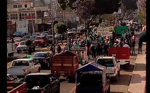 Transportistas protestan en todo el país por alza al combustible, altas tarifas en casetas de cobro….