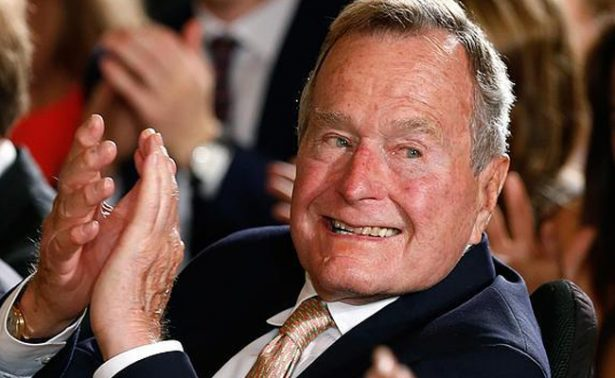 Hospitalizan por segunda ocasión al expresidente George H.W. Bush