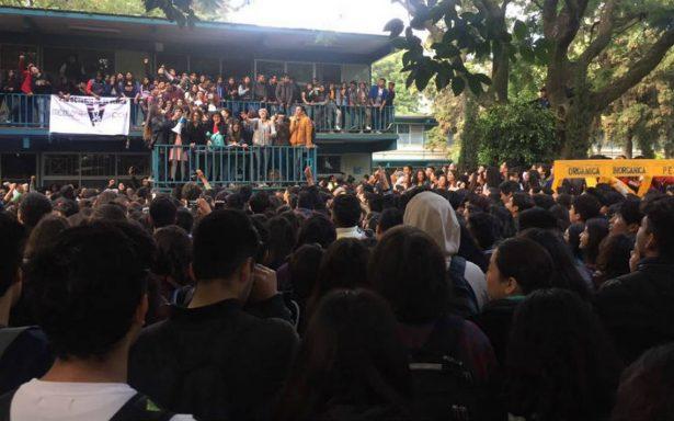 Estudiantes y padres exigen liberación del CCH Azcapotzalco