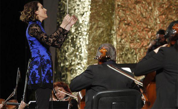 Alondra de la Parra ofrece conciertos navideños en la capital mexicana