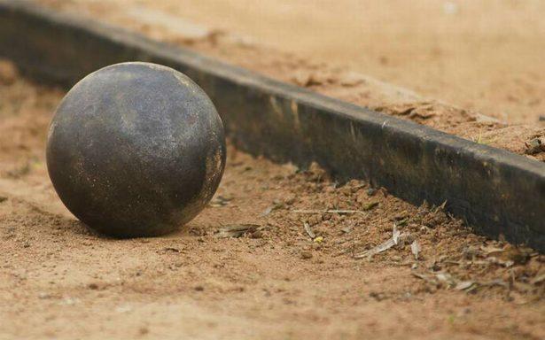 Tragedia en el atletismo, muere juez al ser impactado por una bola de peso