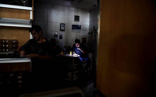 Apagón en Venezuela afecta servicios en Caracas; Oposición asegura deterioro de infraestructura