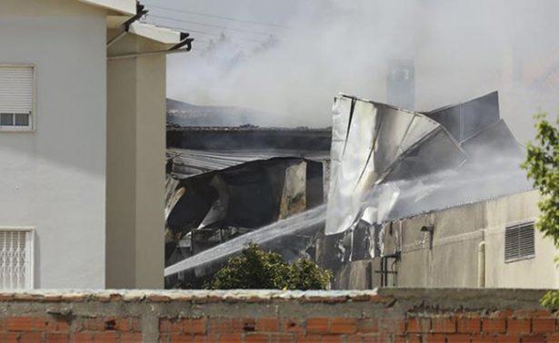 Se estrella avión cerca de supermercado en Portugal, cuatro personas mueren