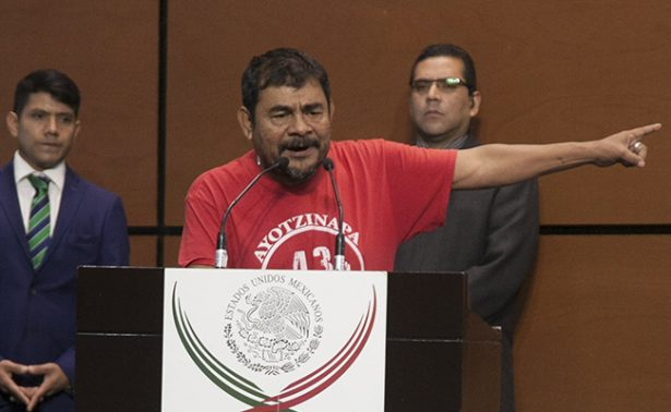 Maduro, un ejemplo de gobierno: Padre de normalista desaparecido