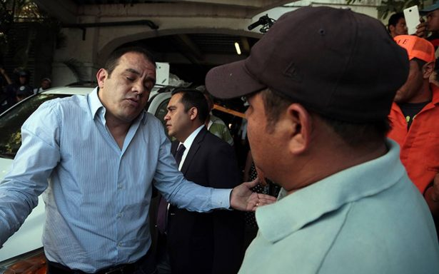 Exigen su sueldo trabajadores de limpia en Morelos