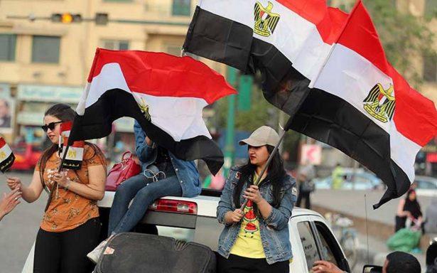 Policía de Egipto allana oficinas de un periódico digital y arresta a su editor