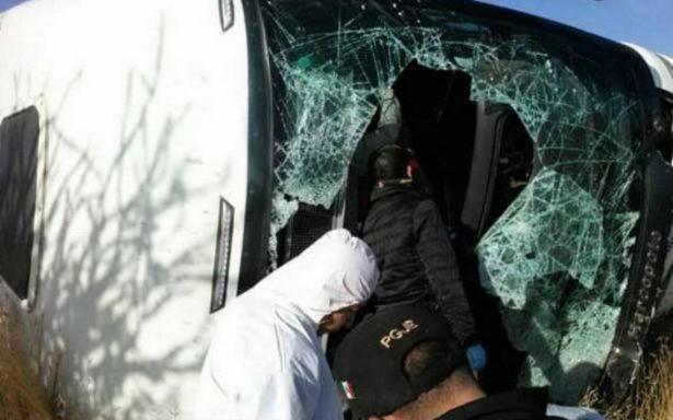 Choque de carroza fúnebre y autobús deja seis muertos en Zacatecas