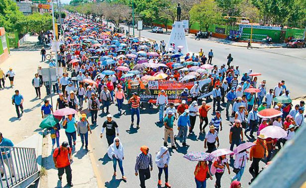 Maestros marchan en Tuxtla contra nuevo modelo educativo