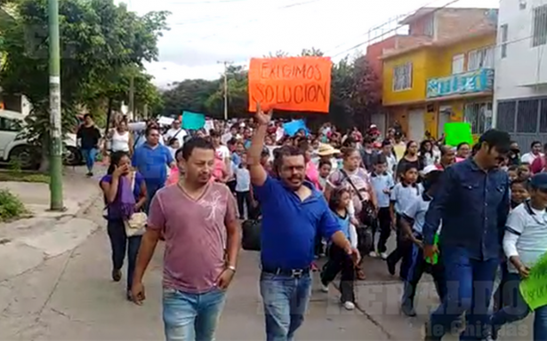 Padres de familia exigen reconstrucción de escuelas en Chiapas