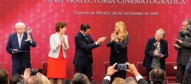 Peña Nieto entrega el premio Luz de Plata a Bertha Navarro y López Tarso