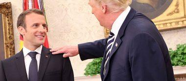 Una extraña amistad: Trump le quita la caspa del hombro a Macron