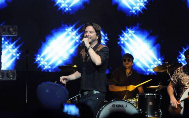 Manuel Carrasco deleita con su pop español en el Plaza Condesa