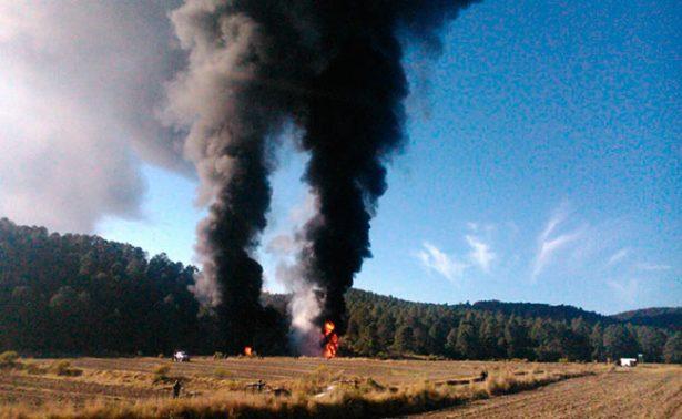 Huachicoleros provocan incendio en ducto de Tlaxcala