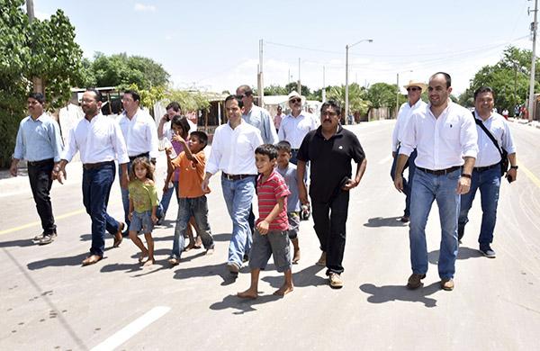 Inicia pavimentación en calles del Poblado Miguel Alemán
