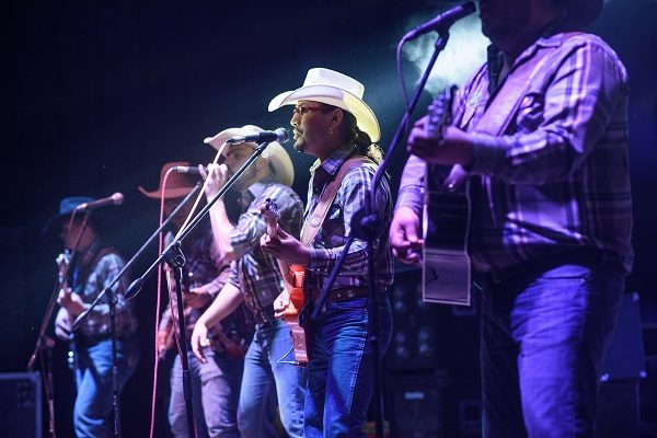 Regresan triunfantes Forasteros Country Band