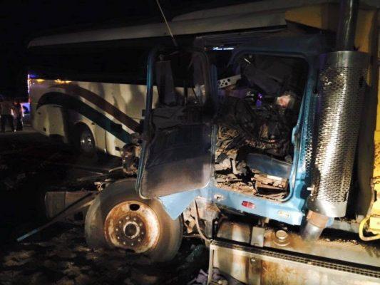 Atienden a víctimas de accidente carretero en Puerto Peñasco