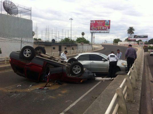 Provoca accidente descuido de conductora