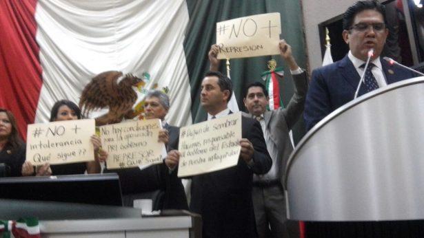 Bancada del PAN abandona sesión, exigen alto a represiones