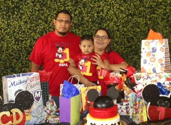 Festeja Carlitos su primer año de edad