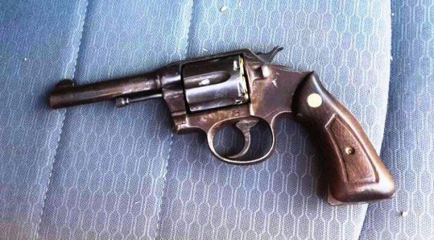 Cae pareja de asaltantes armados