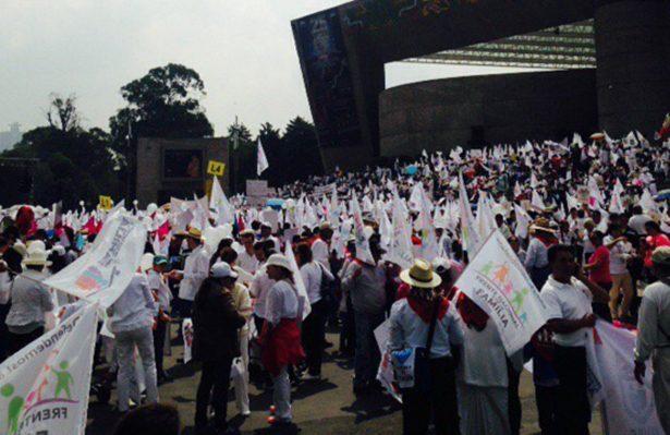 Frente por la Familia inicia marcha; comunidad gay se concentra en el Ángel