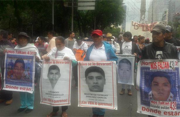 Comienza la marcha #AyotzinapaDosAños